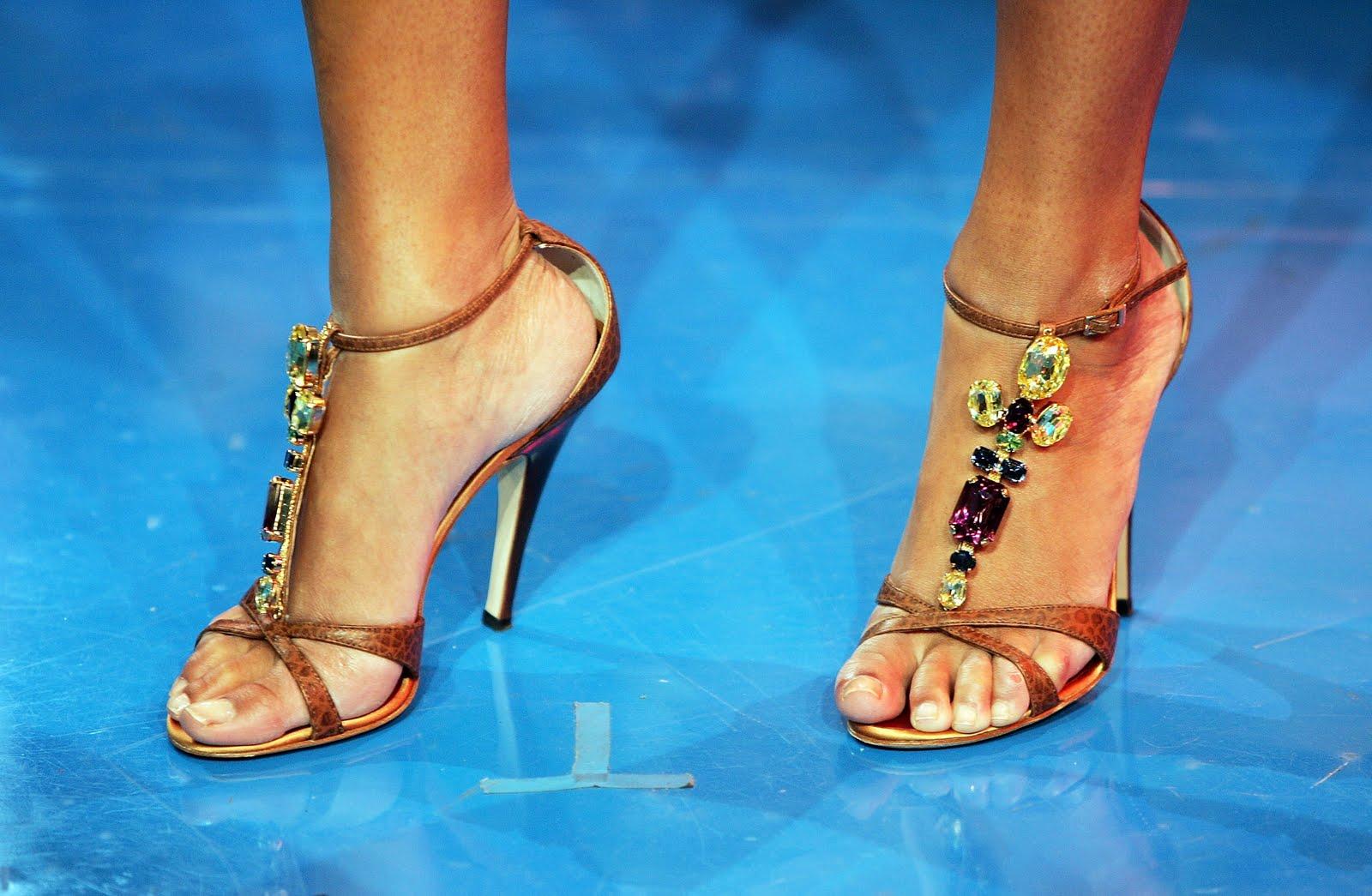 http://2.bp.blogspot.com/_lKe2XK1kSnY/S990DYQfAsI/AAAAAAAABuA/Ms6qnv8hGIo/s1600/beyonce-knowles-feet.jpg