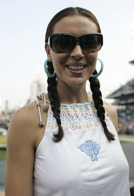 http://2.bp.blogspot.com/_lKe2XK1kSnY/TFS9_C8fk9I/AAAAAAAACD4/J5YeO7E6DJs/s400/alyssa-milano-sunglasses.jpg
