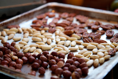 pähkinöitä ennen polttamista