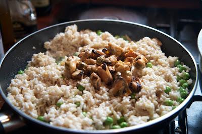 paistettua riisiä ja simpukoita
