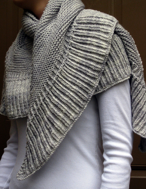 Crocheting Or Knitting : Renee Knits Too: FO ~ Mara Shawl