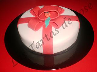 Tarta decorada con lazo de Navidad. Las tartas de Jose. Castellón.