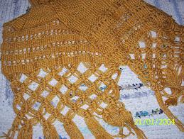 chal de lana en telar con puntillas en macramé