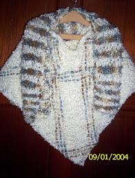 Ponchito de niña con bufanda