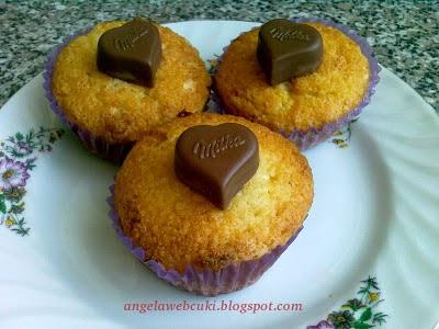 Kókuszos Milka muffin, fehér csokoládéval, kókuszreszelékkel, bon-bonnal.
