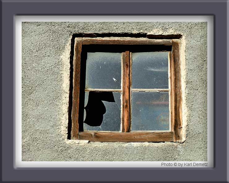 Ma va l se il vetro rotto rotta anche la finestra - La finestra rotta ...