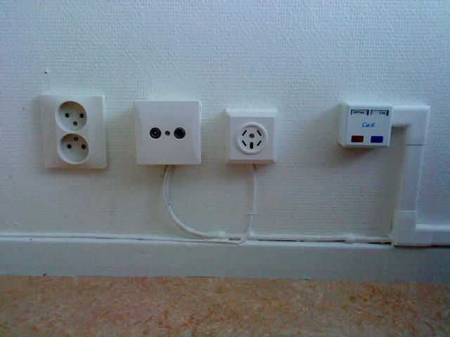 comhem uttag i väggen