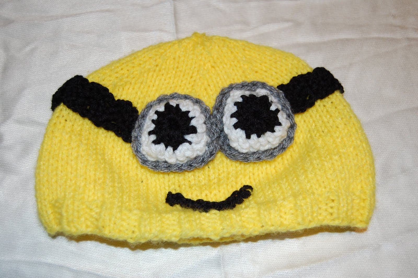 Katiedid Crafts: Minion Hat Pattern