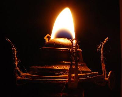 [oil+lamp.jpg]