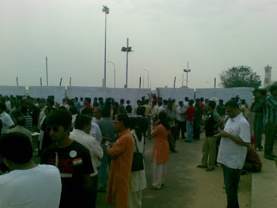 citizens at chennai marina beach signing the pledge