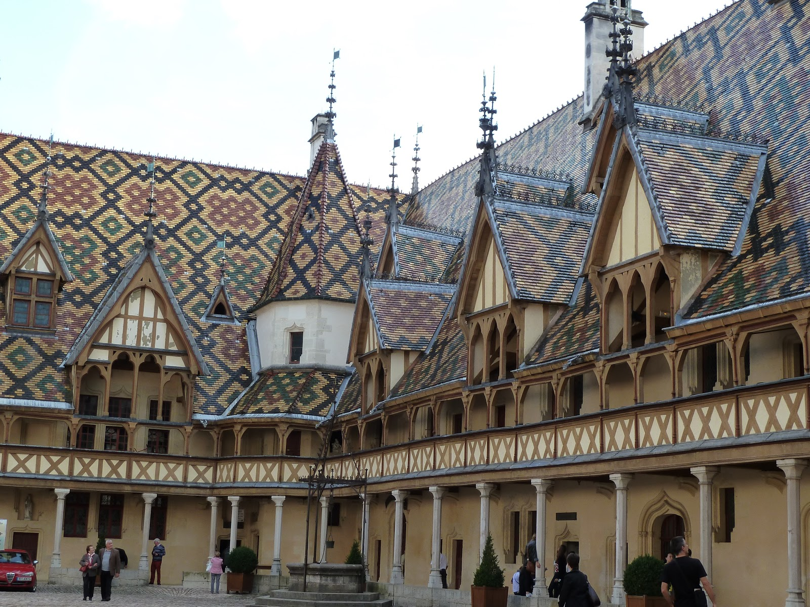 Beaune France  City new picture : in beaune medieval hospital beds courtyard of hotel dinner in beaune ...