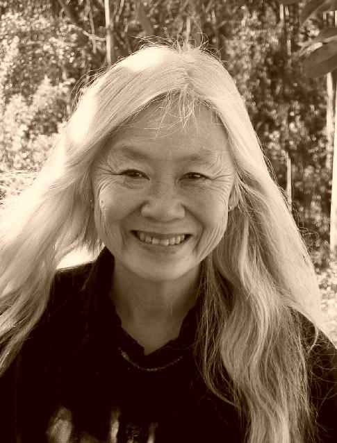 "no name woman essay by maxine hong kingston No name woman in the essay ""no name woman"" by maxine hong kingston, she explores the life of her aunt, piecing her life and her aunt's together to find meaning and to try and figure out a connection between her life and her aunt's."