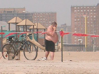 http://2.bp.blogspot.com/_lY522navrlc/SpuBpMO4OTI/AAAAAAAAAj4/EUNZsdwwGlY/s400/Fat+Guy+On+Beach.jpg