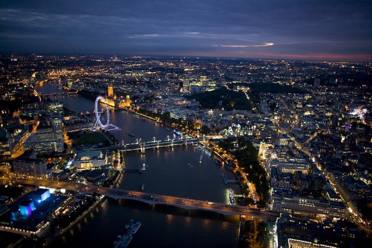 http://2.bp.blogspot.com/_lYXEGjkDs_g/TUPfpM1M8uI/AAAAAAAAAYg/4OXEAJGvcIA/s1600/London_6_8_2007-464.jpg