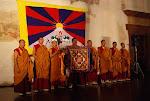 Mniši z kláštera Tašilhunpo v  Novoměstské radnici v Praze