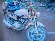 Motor berlumuran Tanah