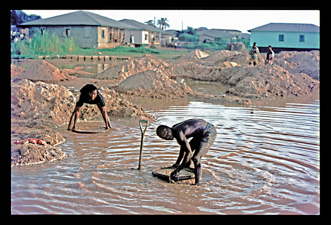 at Koidu - illicit diamond miners