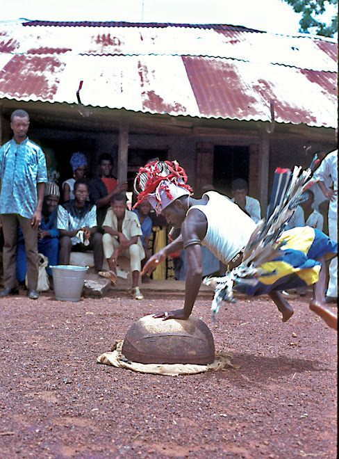 Fula acrobat in Kenema
