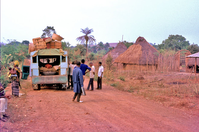 Lorry on road from Makeni to Kabala