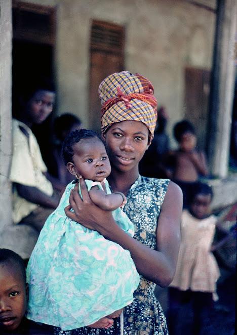 Elizabeth with Baby Isetta - Dama Rd - Kenema