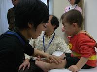 小児鍼実習風景