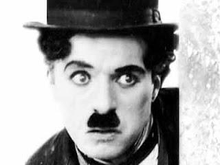 Este personaje fue creciendo a lo largo de sus películas El vagabundo (1915), Vida de perros (1918), El chico (1921) y La quimera del oro (1925).