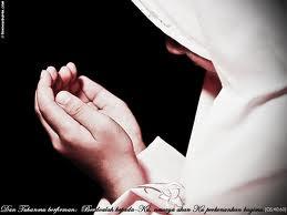 http://2.bp.blogspot.com/_lclr8M5BWxg/TNQmdnnl_7I/AAAAAAAAAKM/I1bS-bFRoqU/s400/muslimah+berdoa.jpg