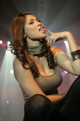 Female masturbation in the hower