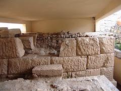 Αρχαίο τείχος στο Δίστομο