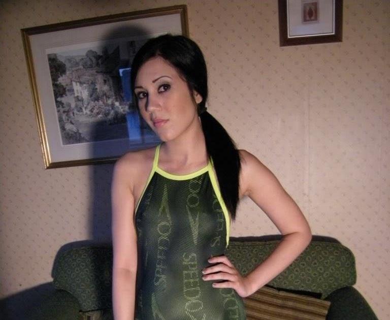 Shinyvideos: Vikki - Speedo Swimsuits & Latex Dildo Pants