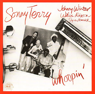 Johnny Winter - Page 3 Johnny+Winter+-+Sonny+Terry+-+Styve+Homnick+-+Willie+Dixon+-+Whoopin%27+(Front)