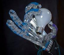 Mano robótica impulsada por aire comprimido