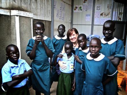 Мишель с девочками из центра Confident Children Out of Conflict в Джубе