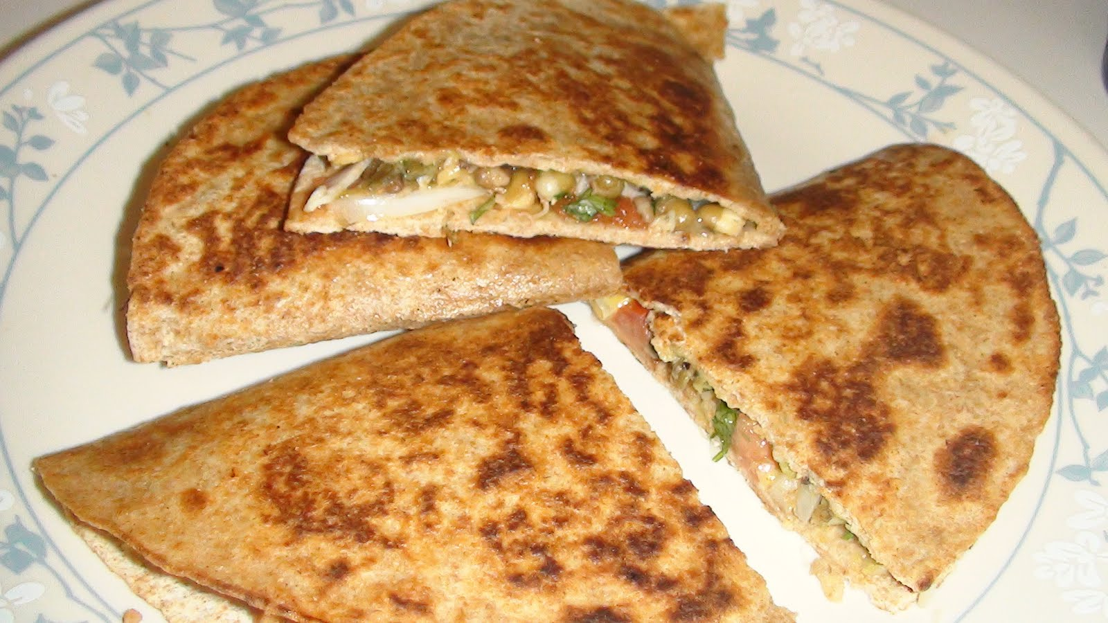 Queen of my kitchen: Sprouts Quesadilla