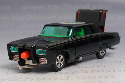 Figures of Kato (driving) and the Green Hornet