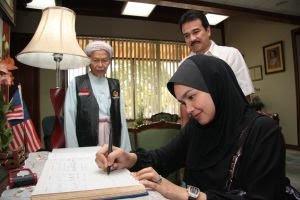 Siti Nurhaliza Tok Guru @ isu hangat