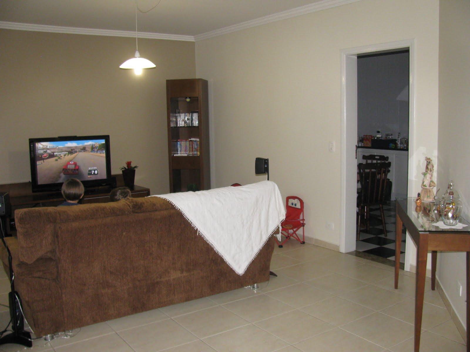 Esta é minha sala de tv com pintura nova, ainda falta pendurar a tv