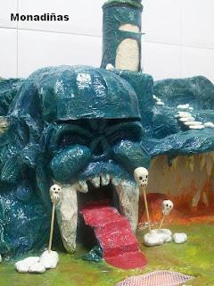 >>>>>    CASITA DE MUÑECAS EN PAPEL MACHE Cueva+calavera