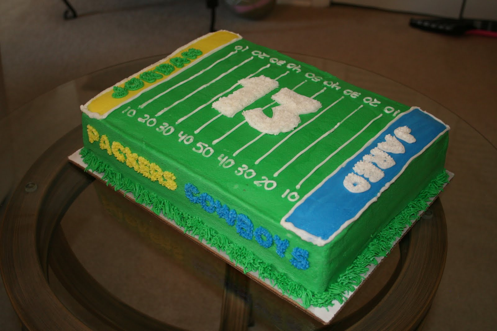 Cake Decorating Football Field : Rachel s Creative Cakes: Football Field Cake
