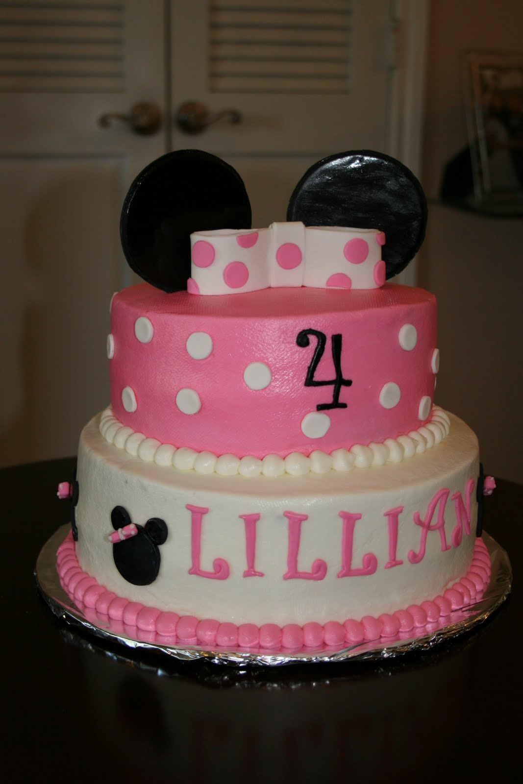 Minnie Mouse Images For Cake : Rachel s Creative Cakes: Minnie Mouse cake