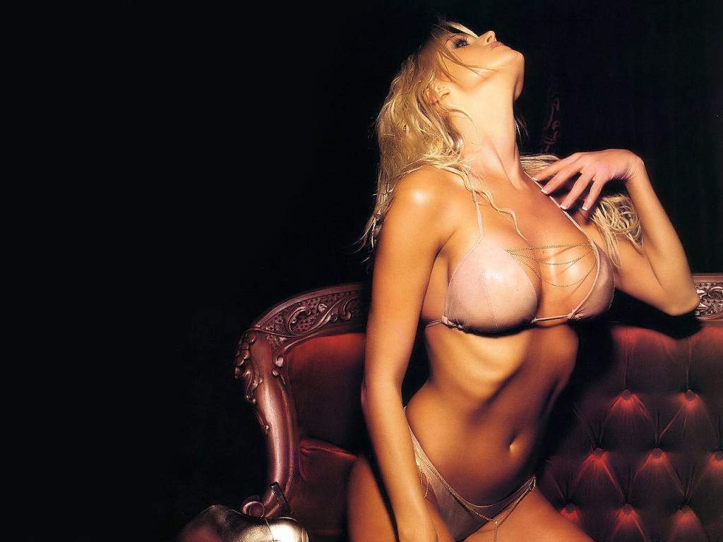 Bikini%25252BGirls%25252Bwallpapers%25252B%252525252813%2525252529 Vanessa Hudgens Stolen Nude Pics!