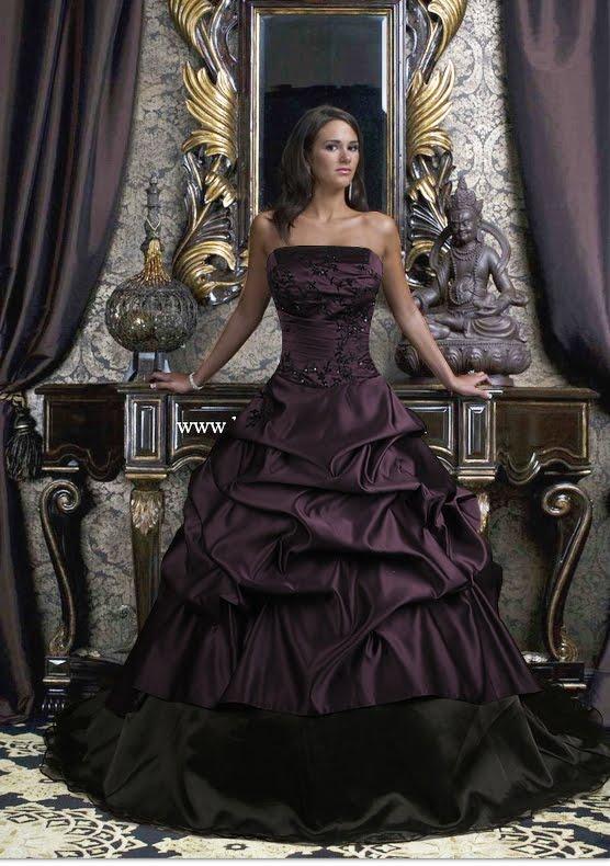ESte asciende a unas 350 libras. El color purpura y el tejido satinado le dan un aire muy sobrio.