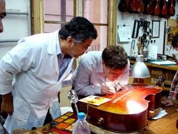 Eina fusta lletra i nota el maestro luthier carlos arcieri imparte un curso de restauraci n - Casa luthier barcelona ...