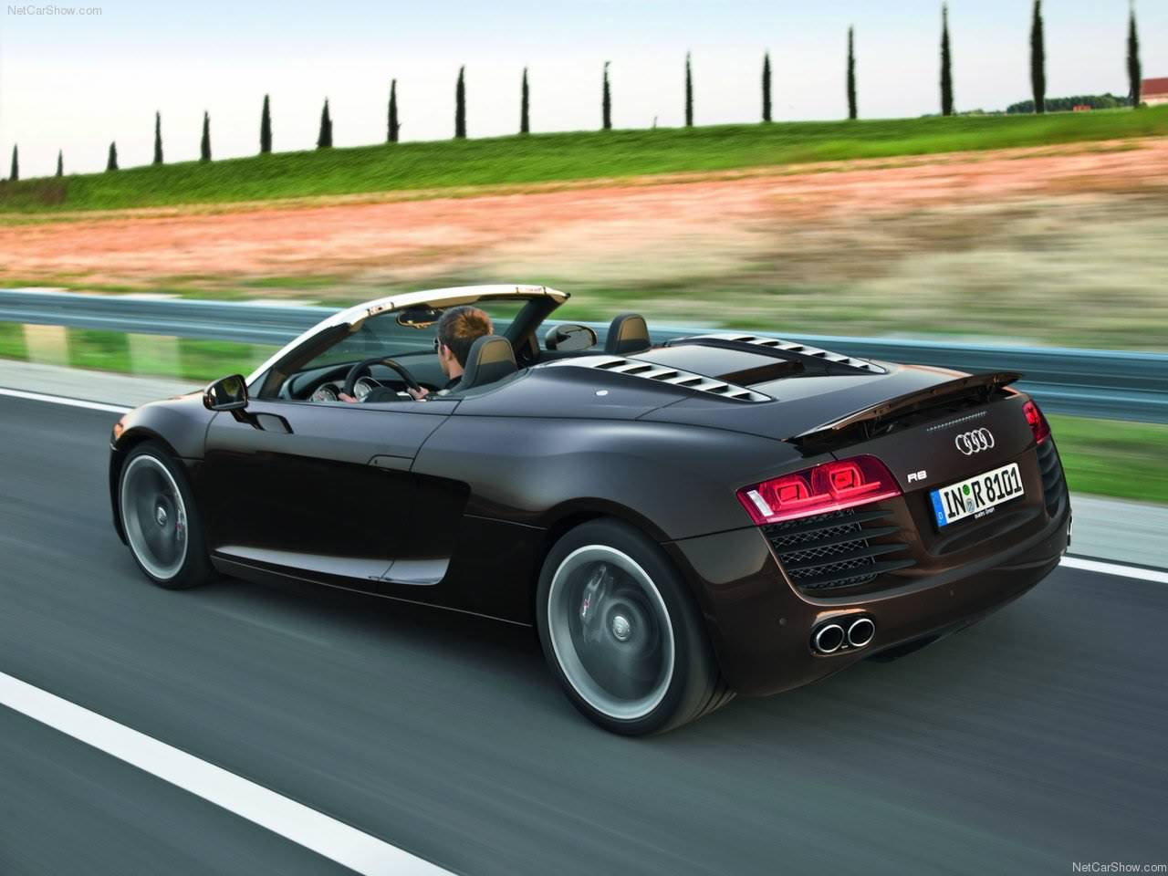 http://2.bp.blogspot.com/_lsyt_wQ2awY/TKl7S-TDoBI/AAAAAAACFw0/vvyxmNL_aU0/s1600/Audi-R8_Spyder_4.2_FSI_quattro_2011_1280x960_wallpaper_09.jpg