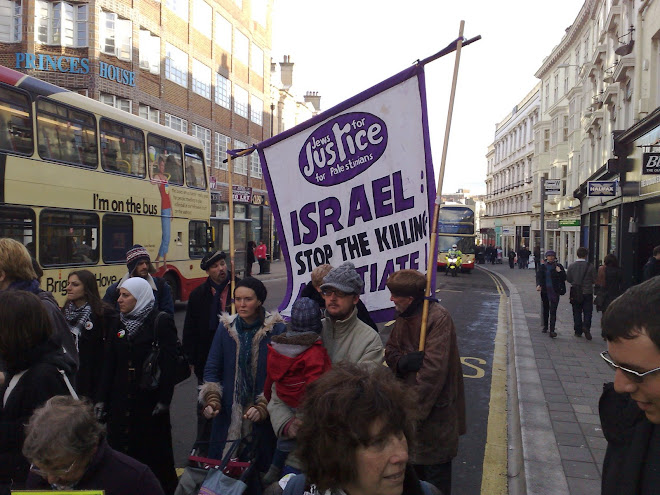 JEWS FOR JUSTICE FOR PALESTINE  PARTICIPANTS AND BANNER.