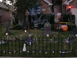 Scary Adult Haunted House Ideas http://halloween-decorations-ideas.blogspot.com/2010_08_01_archive.html