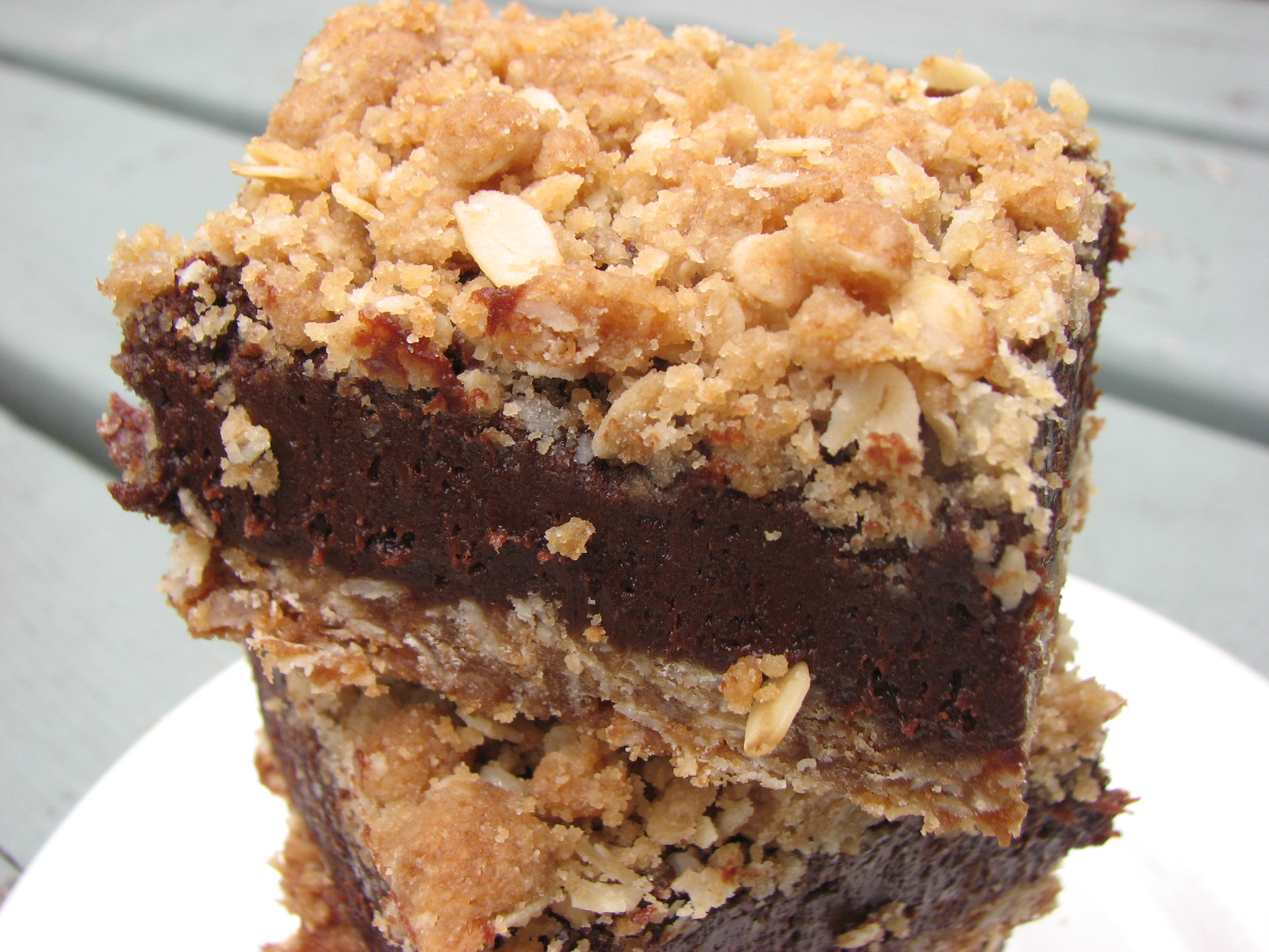 Heidi Bakes: Oatmeal Fudge Bars