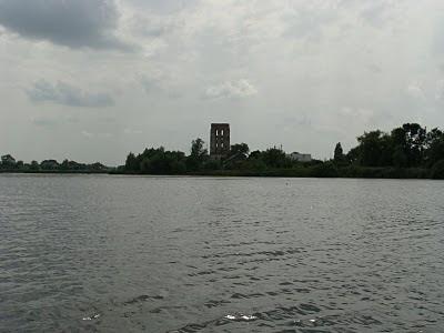 Фото оборонной башни в Староконстантинове, Хмельницкой области.XVI век