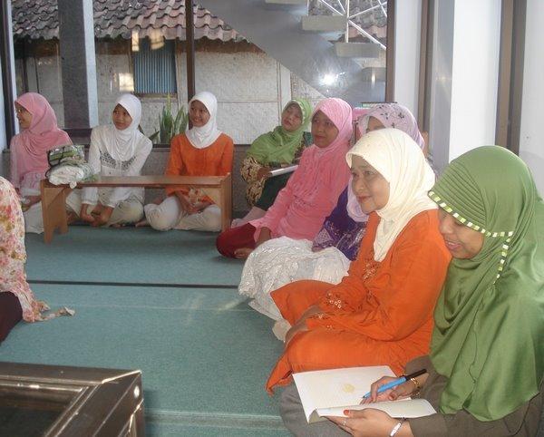 Pengajian Ahad Pagi Jamaah Ibu-ibu di Masjid Assalaam