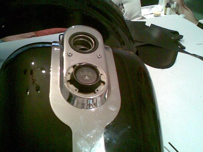 esta moldura queda sobre la pieza que servira para atornillar el gasometro al tanque
